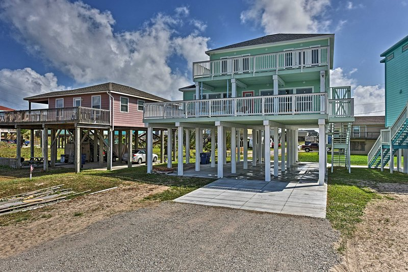Experience blissful Surfside Beach at this vacation rental home!