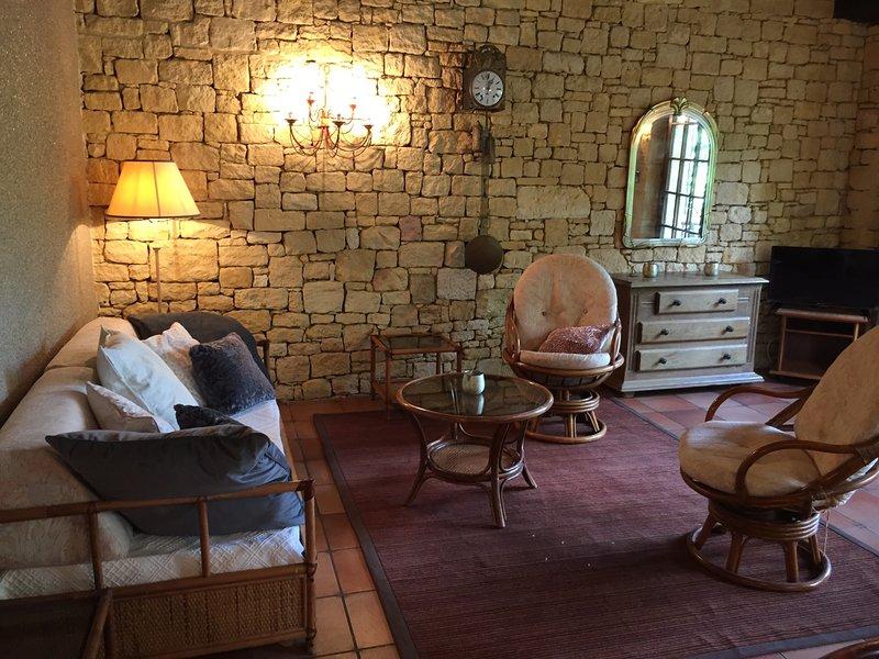 La Closerie de Baneuil. Gîte de charme Sarlat 2/4 personnes, vacation rental in Bourniquel