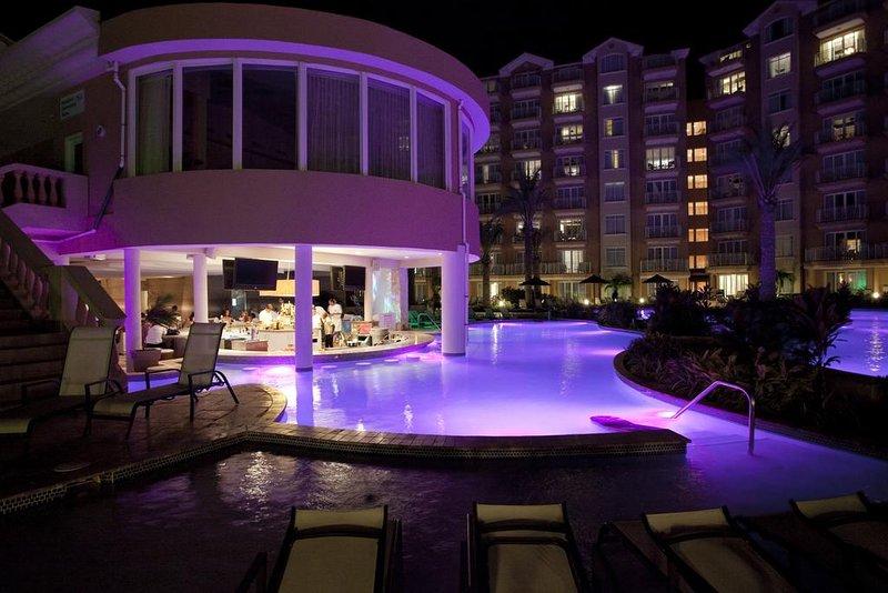 Restaurante, piscina, y el bar