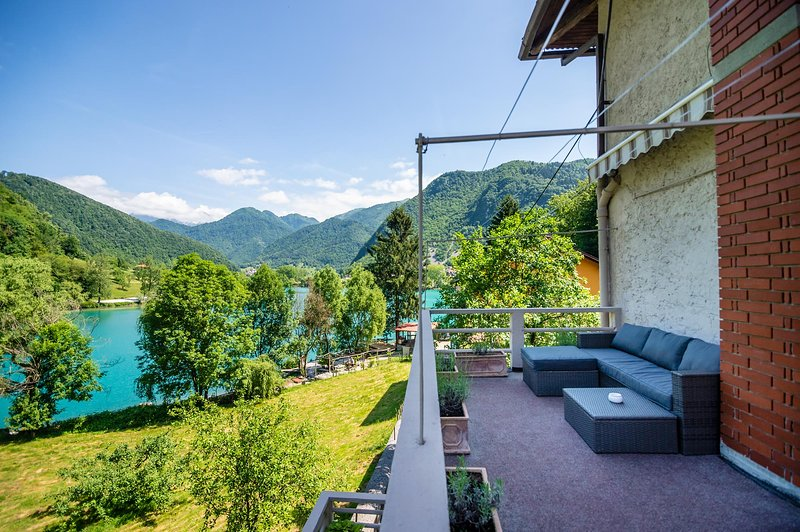 Balcony/Terace, lake view, mountain view, natural landscape