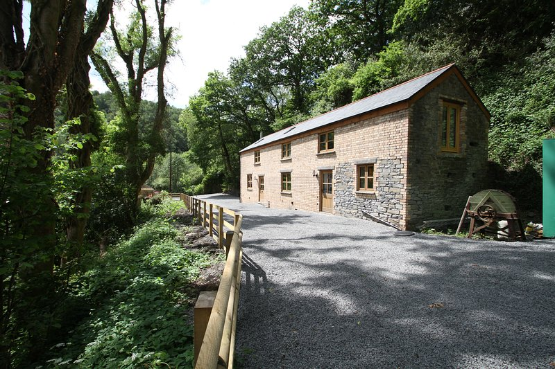 2 Cathelyd Colliery Stables, vacation rental in Swansea County