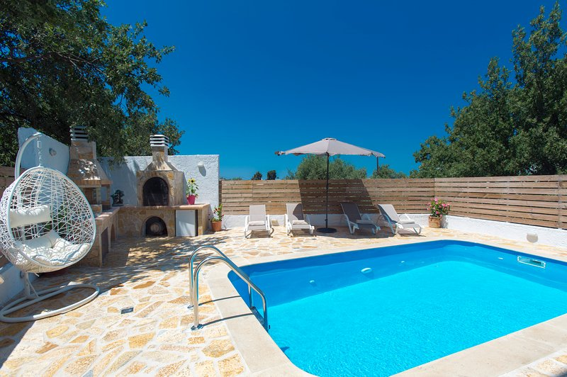 Villa Plousia, holiday rental in Atsipopoulo