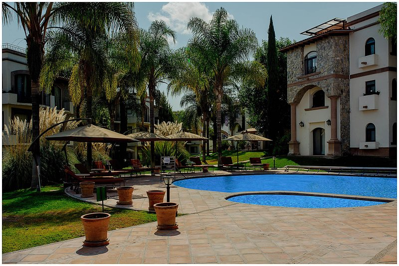 Spacious Apt. With Swimming Pool! Central & Quiet! near Centro SMA!, holiday rental in El Santuario