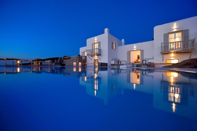 Villa Juliet, amazing beachfront villa with sunset view by Elite Estates, holiday rental in Ftelia
