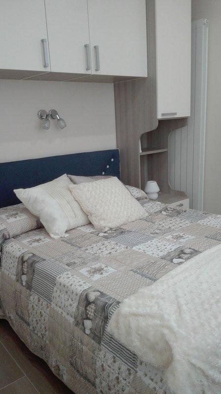 La chambre Mandarin est une chambre agréable avec fenêtre de rupture thermique qui rend la chambre lumineuse