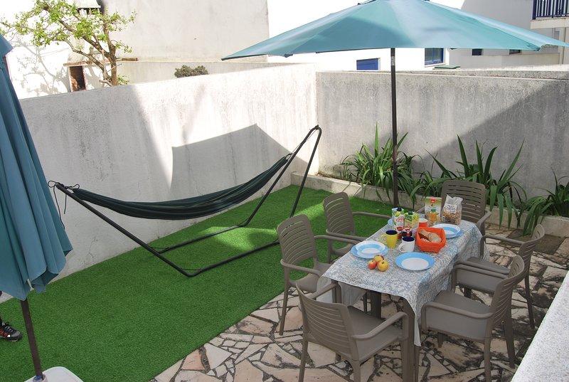Walk2beach Seaview with barbecue terrace, vacation rental in Atouguia da Baleia