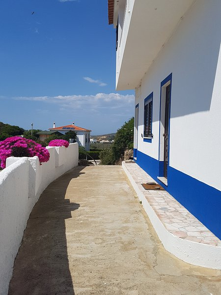 House at Carrapateira, the best spot of Portugal West Coast, Ferienwohnung in Carrapateira