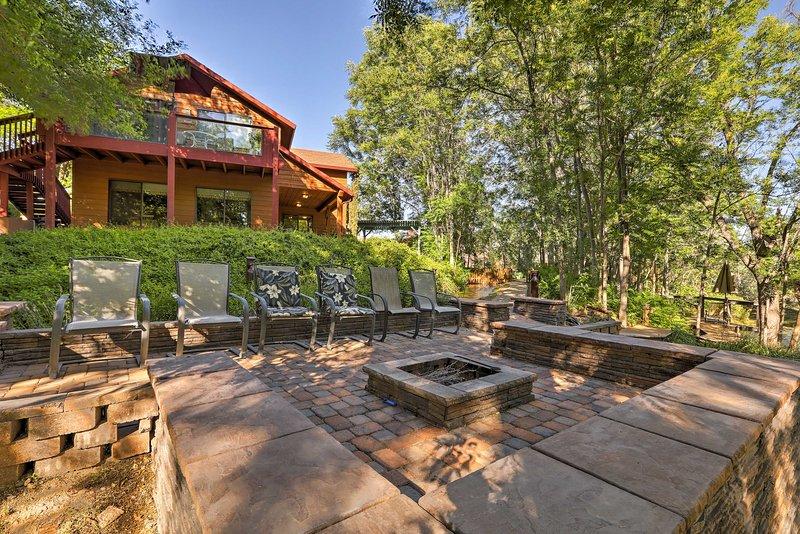 Follow your wanderlust to this 1-bedroom, 1-bathroom vacation rental cabin in  Oak Creek Valley!