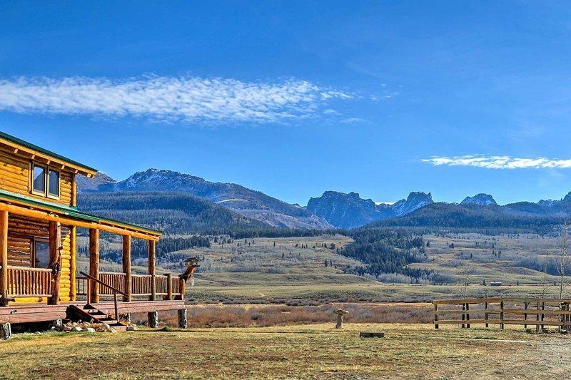 Maravilhe-se com o Wind River Mountains a partir desta cabine de estúdio de aluguer de férias Cora!