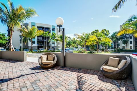 Home away from home, vacation rental in North Miami