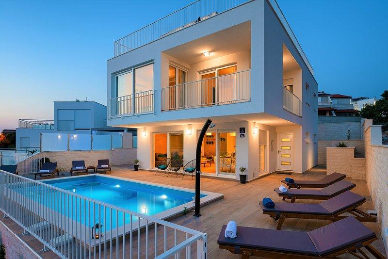 Luxury five stars Villa Emilly, vacation rental in Razanj