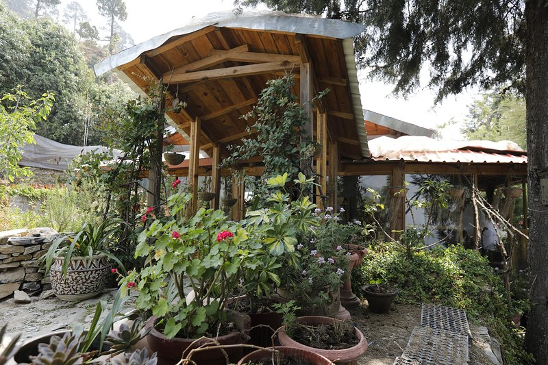 The Mistletoe Estate near Ranikhet, vacation rental in Almora District