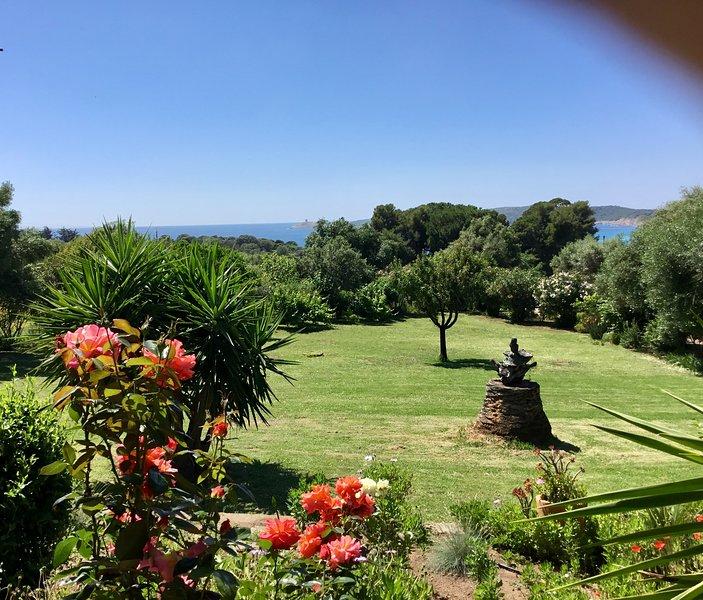 VILLA 6 PERSONNES 'A CASA DI MAMMO'  à 400 mètres de la plage du Pero à CARGESE, location de vacances à Corse-du-Sud