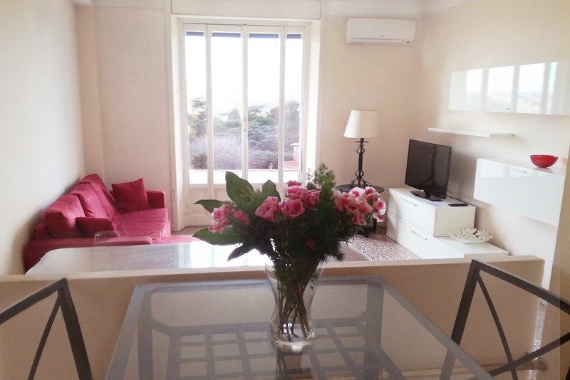 Habitación amplia y luminosa sala de estar con una hermosa vista!