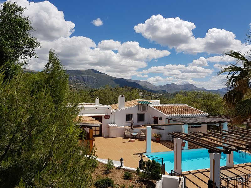 Country house with pool 'Golondrina ', location de vacances à Riogordo