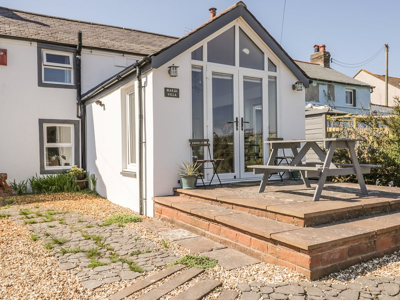 MARSH VILLA, marshland and sea views, woodburner, en-suite, dog-friendly, holiday rental in Bowness on Solway
