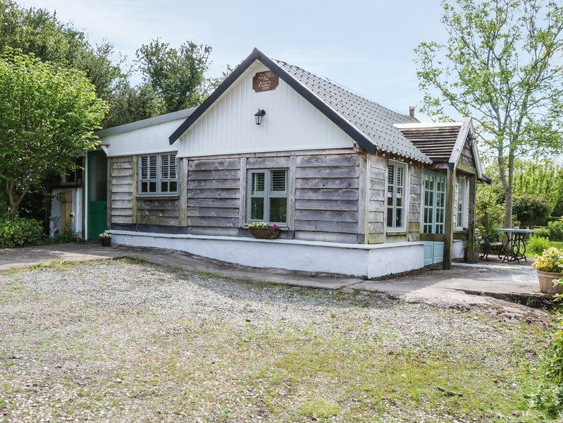 STABL WERN, woodburner, rural location, 5 acres of land, in Llanddona, holiday rental in Llandegfan