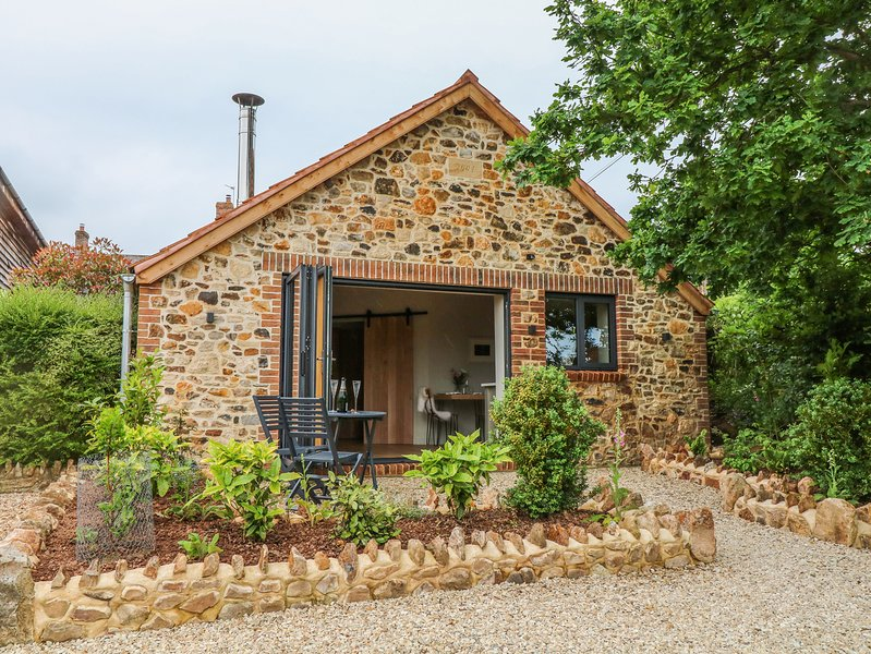 THE STABLE, contemporary open-plan living, en-suite, Blackdown Hills AONB, holiday rental in Smeatharpe
