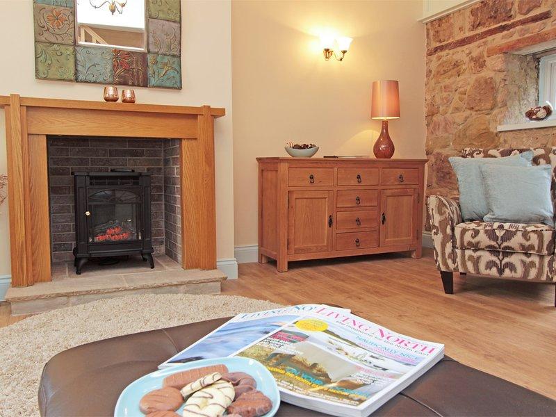 acogedor salón cálido con pared de piedra vista originales