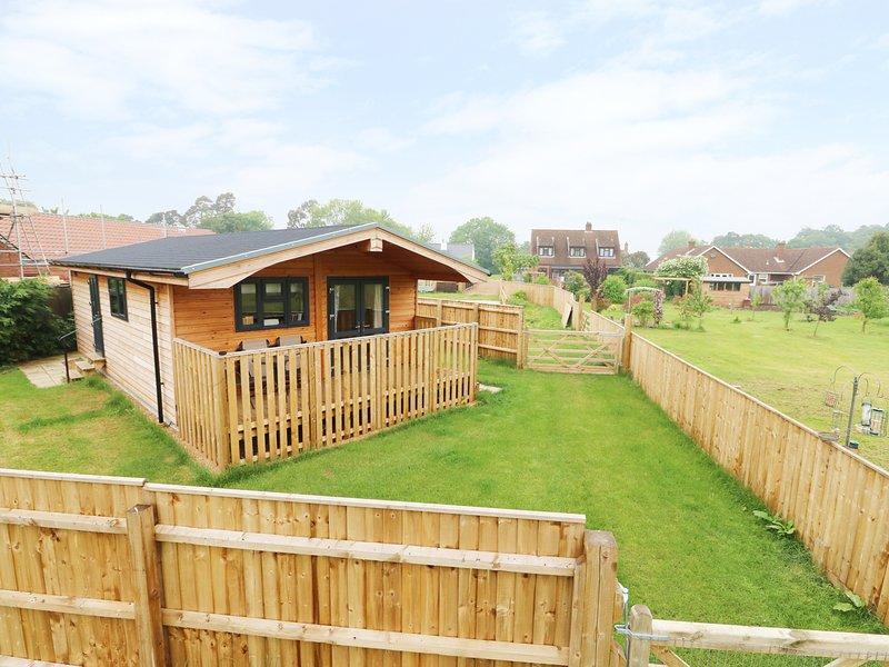 HAYFIELDS, open plan accommodation, double bedroom, in Grimston, Ref. 948324, vacation rental in King's Lynn