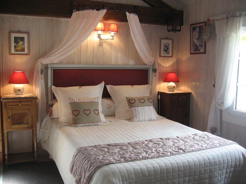 La luminosa camera romantica con 2 finestre, al piano di sopra si affaccia sul giardino di palme
