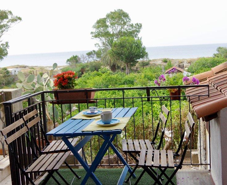 La Casa sulla Spiaggia - Mortelle - Torre Faro Capo Peloro, vacation rental in Favazzina