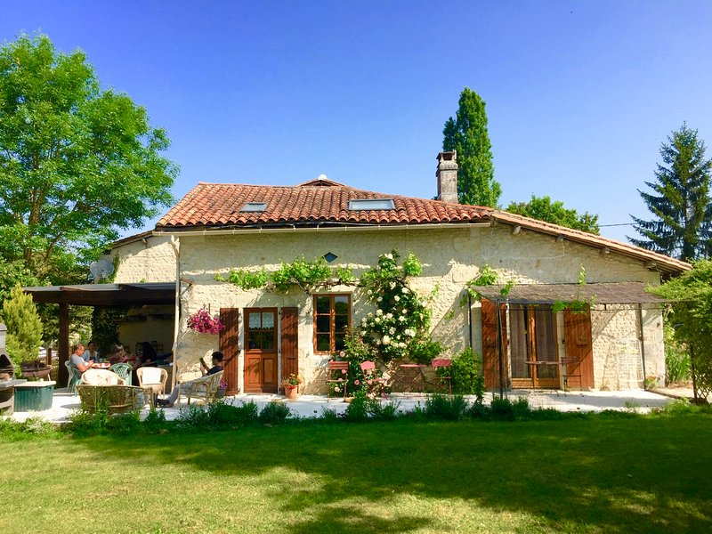 Restored Charentaise cottage and barn, holiday rental in Charente