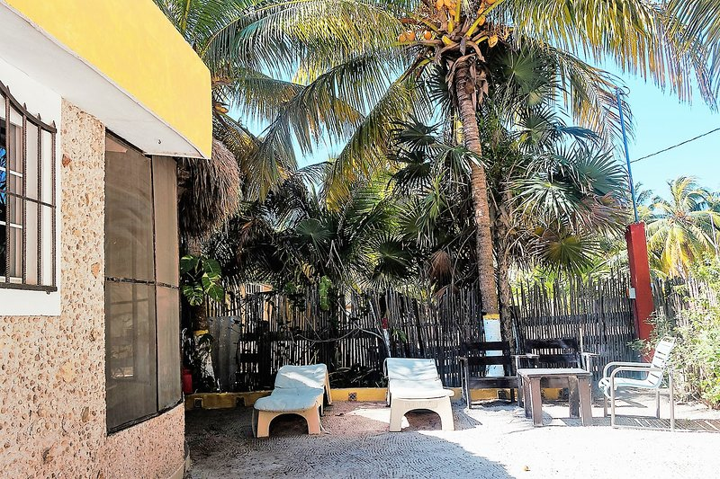 1 Bedroom  Hacienda Lodge near the beach, vacation rental in El Cuyo