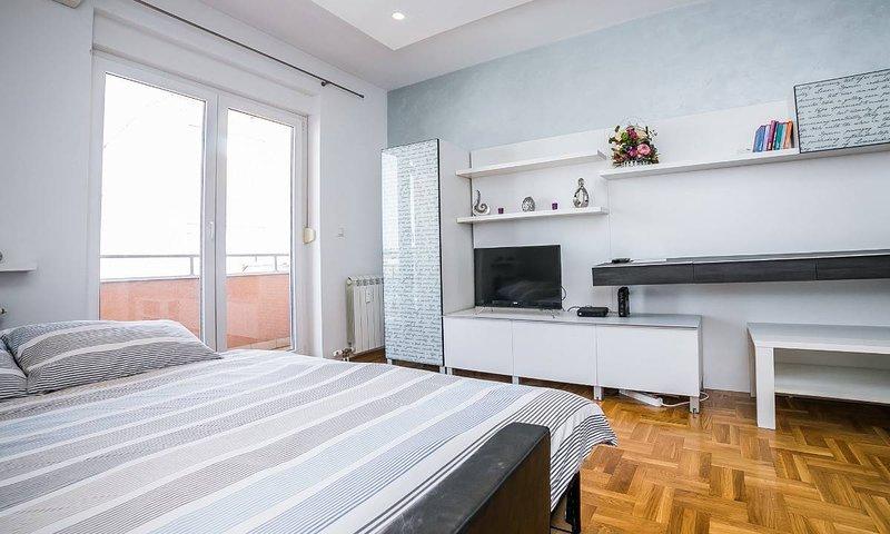 Spacious Modern Studio, holiday rental in Pancevo