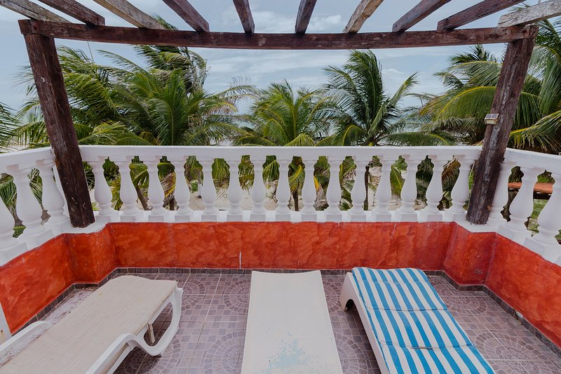 1Bedroom Beachfront Casa Maya Lodge Cabana Robinson Crusoe style for adventurer, vacation rental in El Cuyo