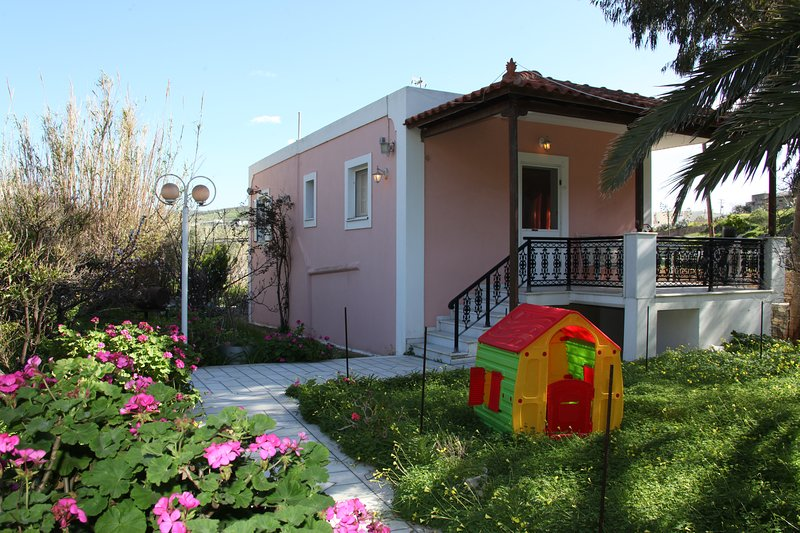 Luxurious Private Villa, holiday rental in Agkidia