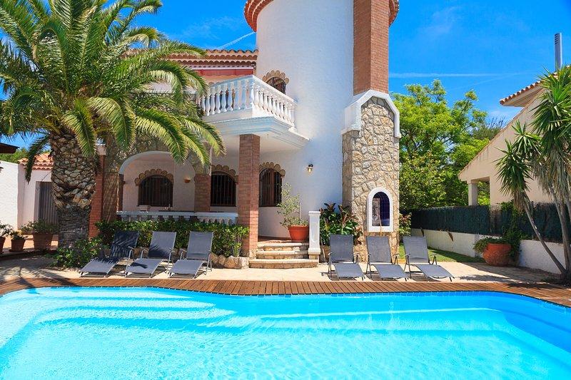 Villa Noguera con piscina privada. Cerca de la Playa de Cristal, vacation rental in L'Hospitalet de l'Infant