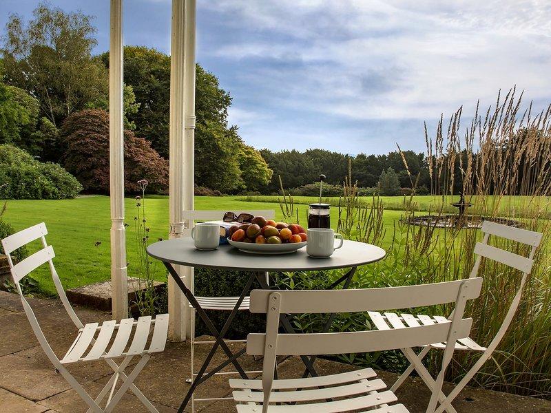 Profitez de la vue directe sur les jardins avec cet appartement au rez-de-chaussée