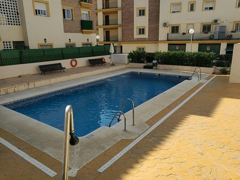 APARTAMENTO  PARA 4, DOS DORMITORIOS PISCINA Y GARAJE TORROX COSTA, holiday rental in Torrox
