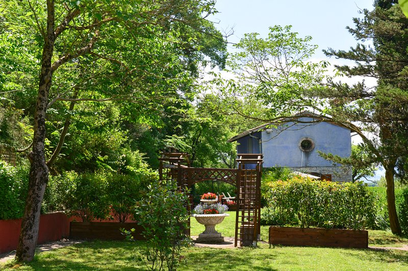 Acquatina Villa Sleeps 7 with Pool - 5049095 – semesterbostad i Matelica