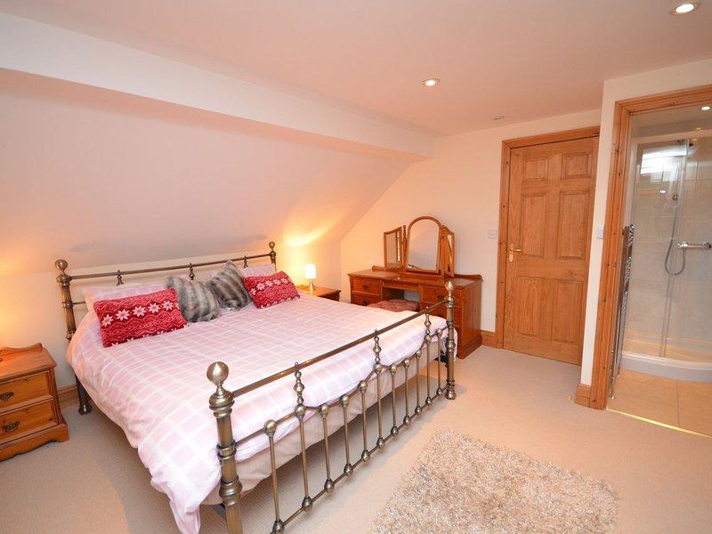 Master super-king-size bedroom with en-suite shower