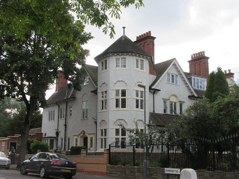 RK Heritage Guest House (Room 2), location de vacances à Wolverhampton