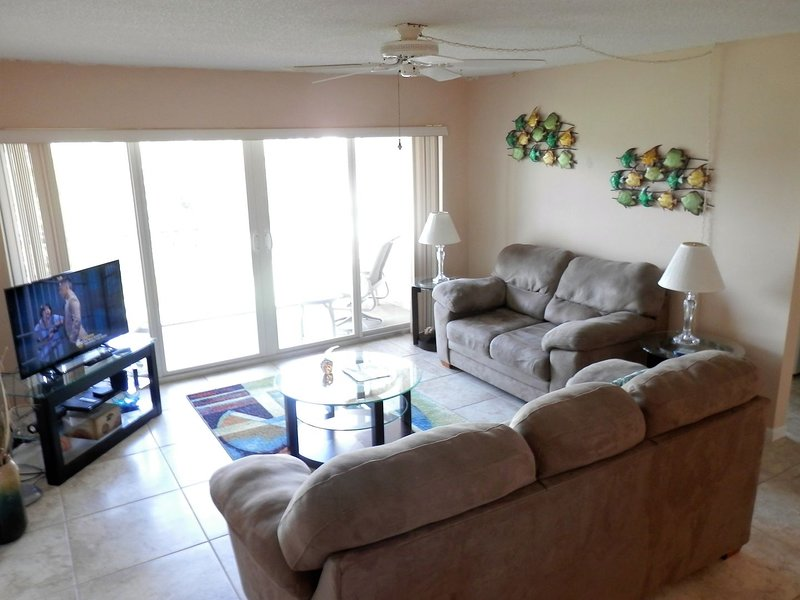 CP 822 Golf Course View Condo - Welcome to Paradise, holiday rental in Hutchinson Island