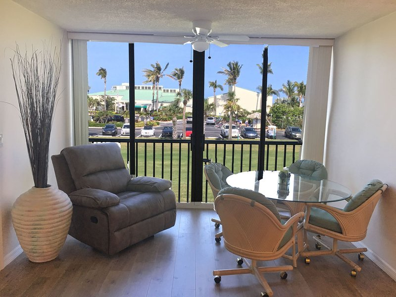 OV 722 Golf Course View Condo-Welcome to Paradise, holiday rental in Hutchinson Island