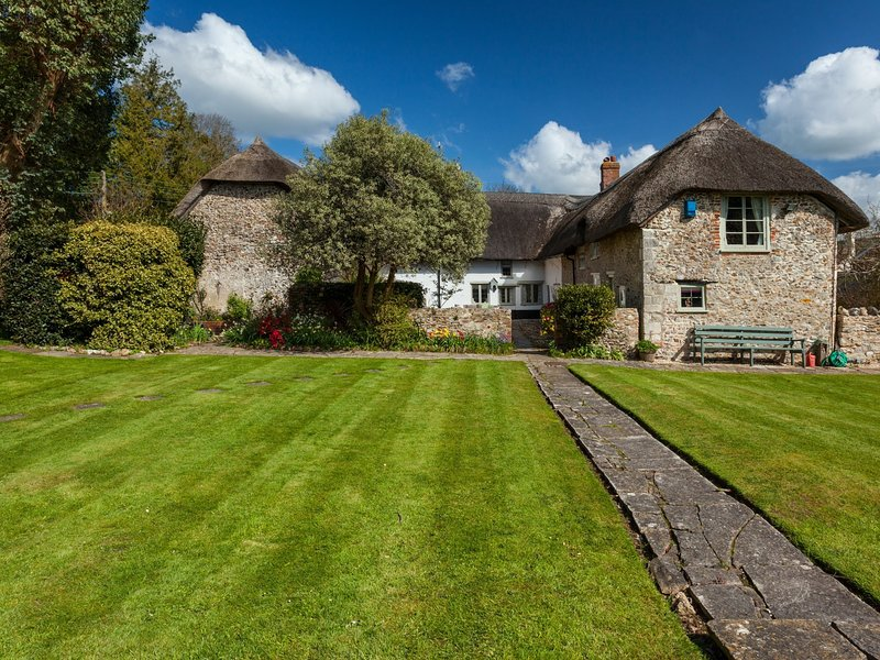 Views towards this spectacular detached Grade II Listed farmhouse