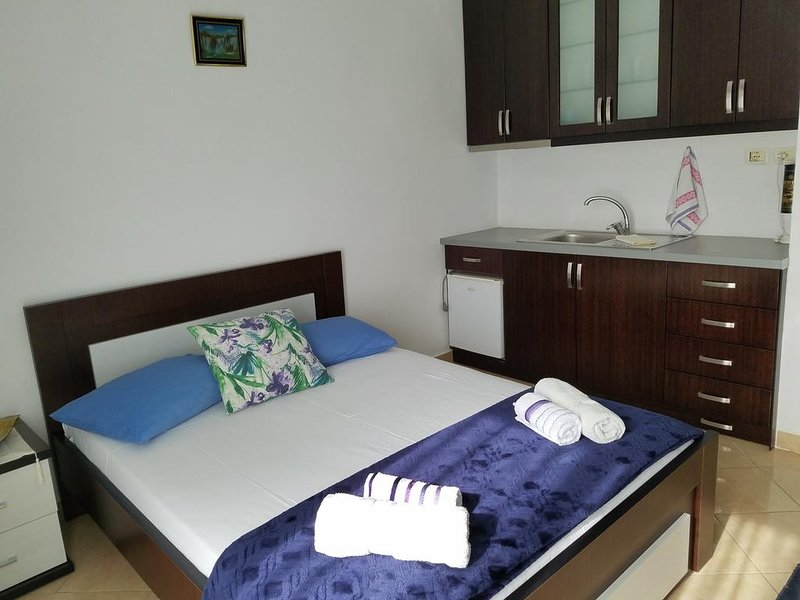 Guesthouse Redi -Room1, holiday rental in Ksamil