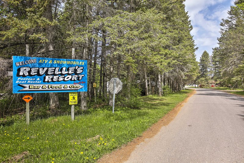Visit the neighboring Revelle's Resort to mingle with other travelers.