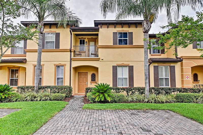 Davenport Home in Tropical Resort w/Pool & Arcade!, holiday rental in Four Corners
