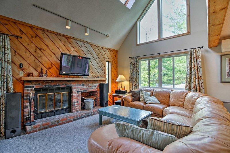 Esta casa cuenta con 2,500 pies cuadrados de espacio habitable.