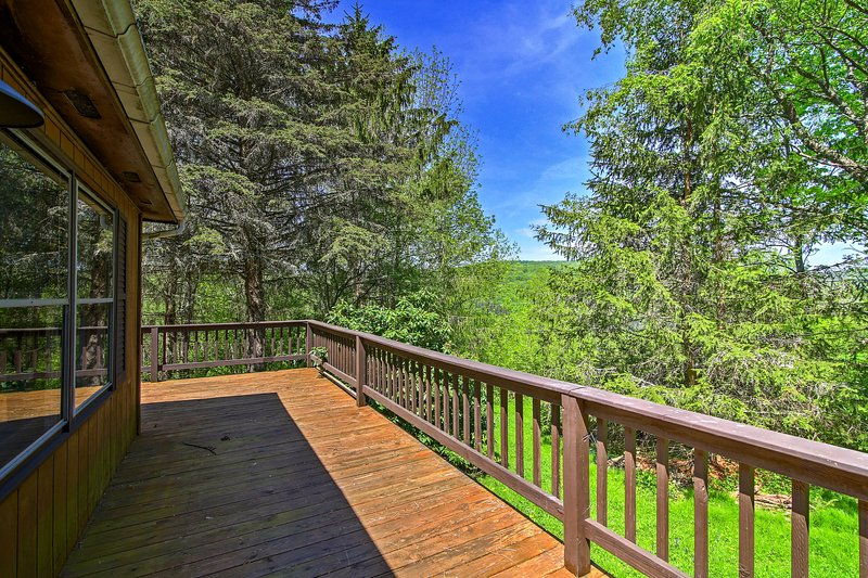 A quintessential Northeast escape awaits you at 'Black Crow Ranch,' a 3-bedroom, 2-bathroom Roxbury vacation rental house!
