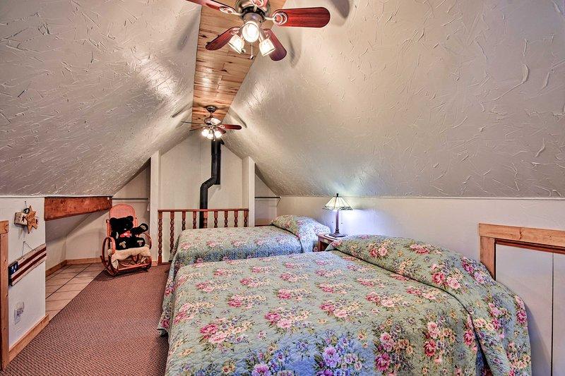 O loft oferece maior privacidade e 2 camas queen size.