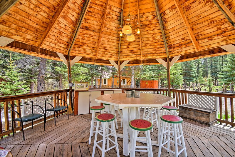 The Red River and mountains await at this 1BR, 1-bath vacation rental cottage.