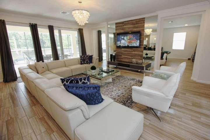 Linda casa com decoração profissional e horas de entretenimento!