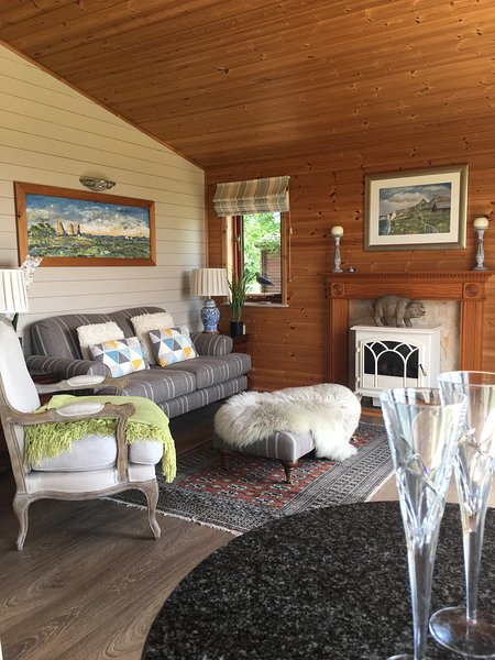 Puddock Farm Pine Lodge - Tore Petty, holiday rental in Stone in Oxney