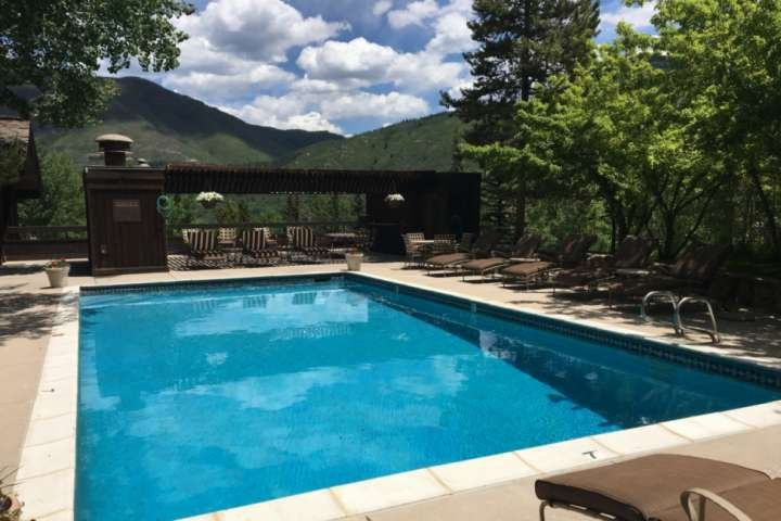 The outdoor pool area (open only in the summer months) at the Mountain Queen condos is the perfect place to unwind on your vacation.
